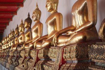 Le Wat Pho à Bangkok ou temple du Bouddha couché (Wat Phra Chettuphon) est l'un des plus grands, des plus anciens, et des plus vénérés temples bouddhistes de la capitale.