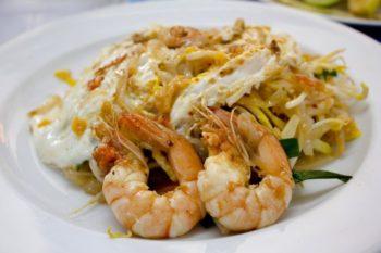 La savoureuse cuisine thailandaise vous étonnera par ses plats typiques et incontournables. Manger est même une véritable institution en Thailande. Vous le découvrirez dès votre arrivée.