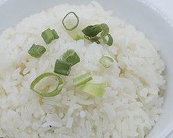 La savoureuse cuisine thailandaise vous étonnera par ses plats typiques et incontournables.
