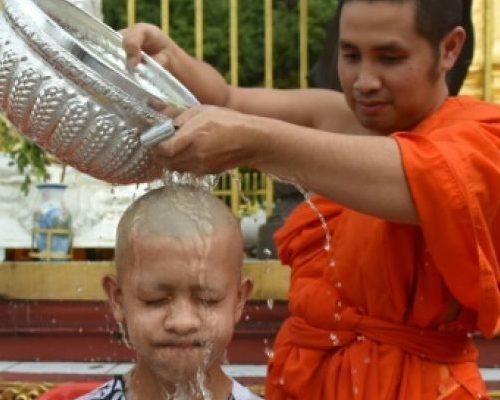Wan Ok Phansa est une période chargée dans le calendrier des événements en Thaïlande. C'est un moment de célébration et de création de mérite organisé dans tout le pays et dans la plupart des provinces.