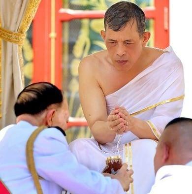 Couronnement de sa majesté le roi Rama X (01)