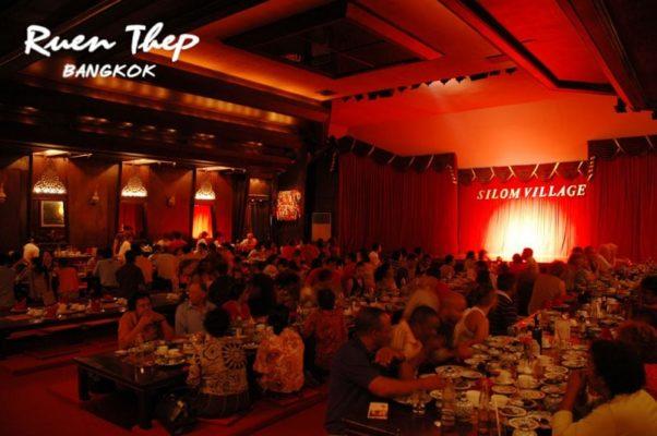 Où voir un spectacle de danse traditionnelle thaïlandaise à Bangkok ?