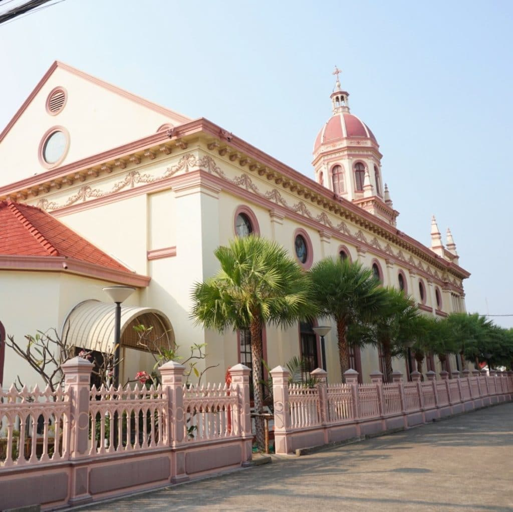L'Insolite église Santa Cruz au cœur de Bangkok