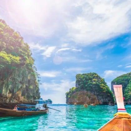 Îles Phi Phi, île verte et île Khai en hors-bord À partir de: 99 1,299 Reserver maintenant